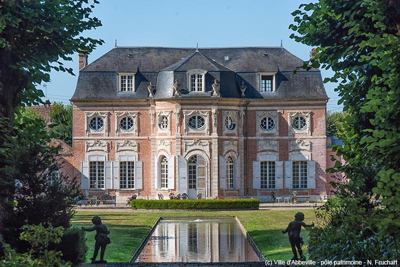 cote-jardin-chateau-de-bagatelle-abbeville-with-copyright