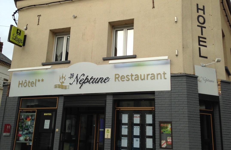 HOTPIC0800010022-Le-Neptune-devanture-hotel-Cayeux-sur-Mer-Somme-HautsdeFrance