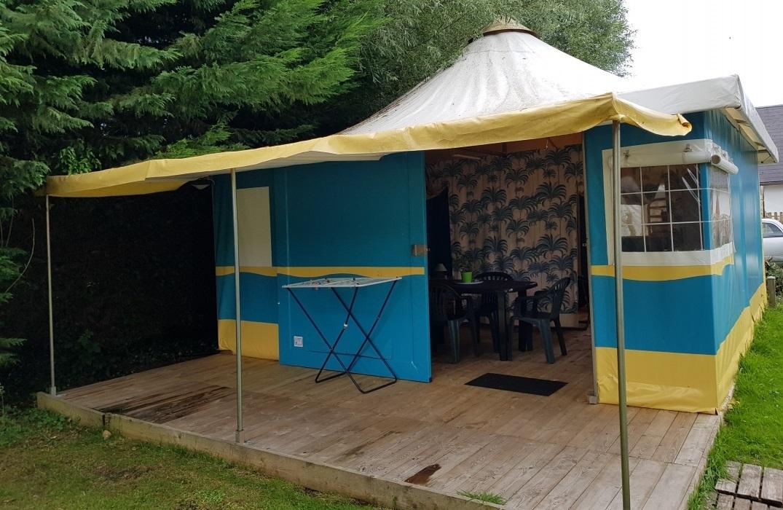 HPAPIC080FS00067_Camping les Etangs_entree tente_St Valery_Somme_HautsdeFrance