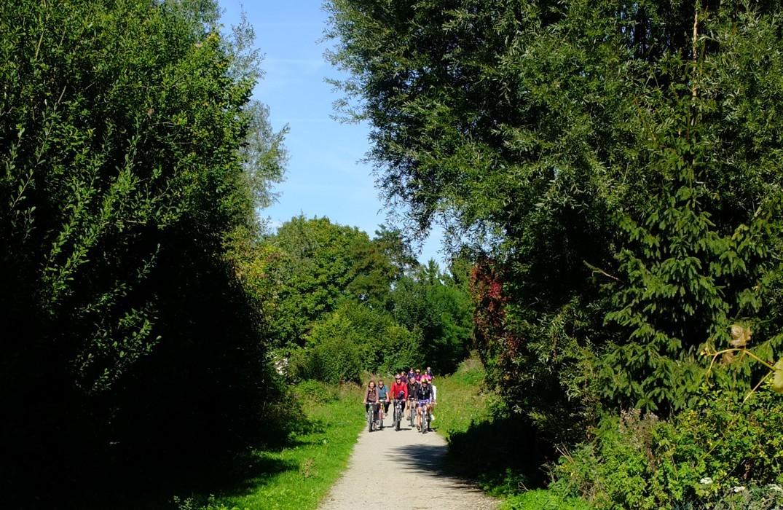 Longpré-les-corps-saints_voie-verte-vimeu_groupe-vélo©SommeTourisme-AL