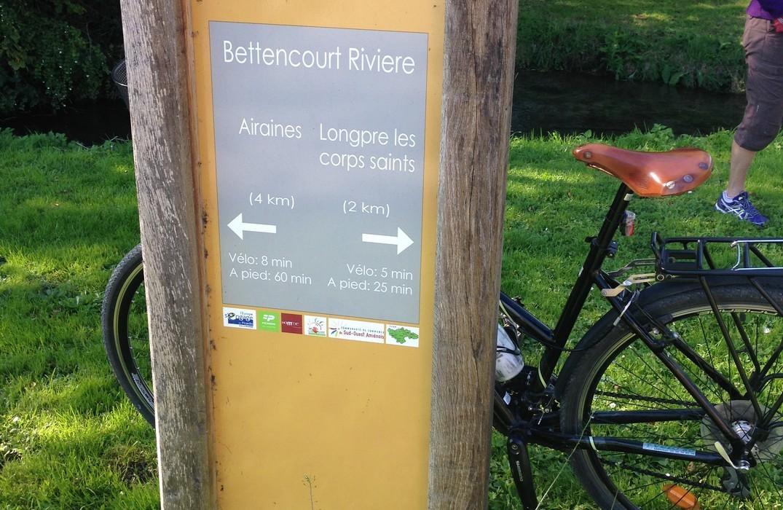 Longpré-les-corps-saints_voie-verte-vimeu_panneau-vélo©SommeTourisme-AL