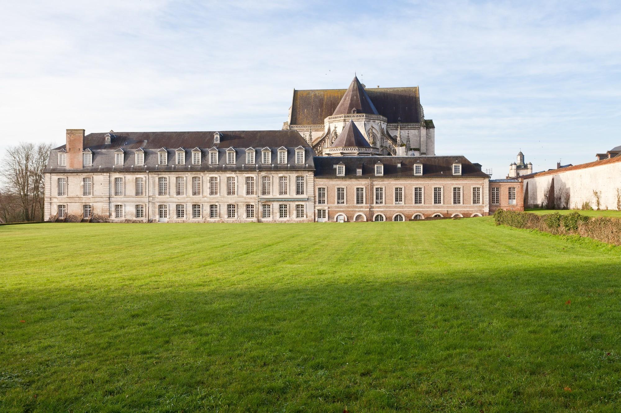 PCUPIC0800030020_Abbaye royale de St Riquier-Centre culturel de Rencontres_ext_St Riquier_Somme_Picardie