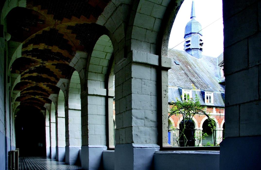 Saint-Riquier_Chapelle de l'hôtel-Dieu_cloître_Somme