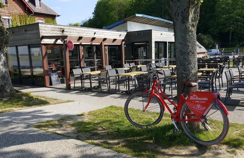 St-Valery-sur-Somme_vélo_minigolf_terrasse-SommeTourisme-DM