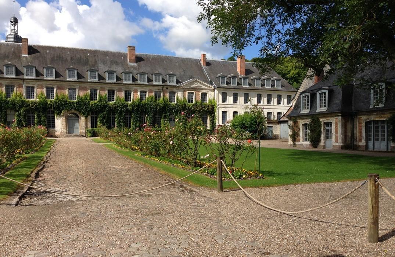 Valloires_Abbaye_courinterieure©SommeTourisme-DM